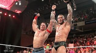 Le Champion de la WWE, John Cena et Randy Orton le Champion du Monde Poids Lourds unissent leurs forces