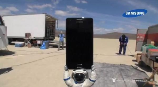 samy s2 600x331 Un Samsung Galaxy S2 dans lespace