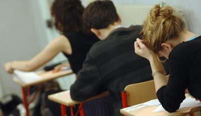 http://static.mcetv.fr/img/2011/06/etudiants_en_examen-400x2693.jpg