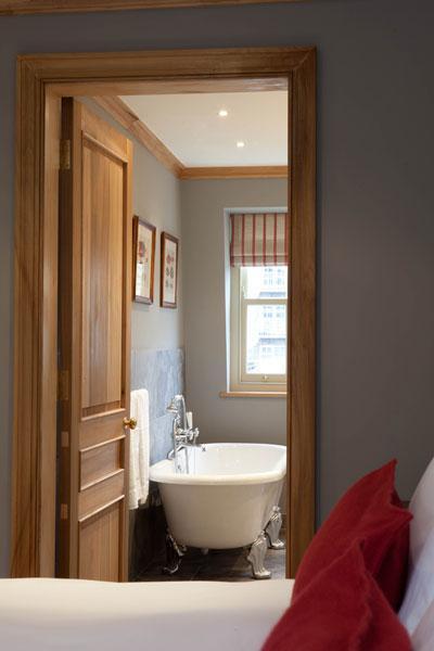 The-Grazing-Goat-Superior-Room-HBathroom-Suite-Royaume-uni-europe-de-l-ouest-hoosta-magazine-custom-grand