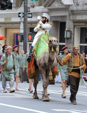 Funny_man_Sacha_Baron_Cohen_seen_riding_camel_UQZzLPBnYoZl.jpg