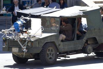 Brad_Pitt_in_a_jeep_N628rrdnCLHl.jpg