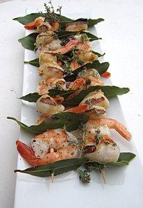 Brochettes de noix de Saint-Jacques et crevettes à la fleur de thym – de Fantaisie