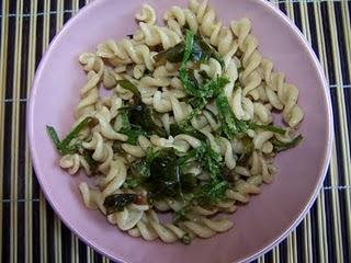 Salade de pâtes aux algues et à la consoude