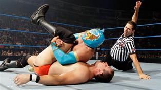 Le mexicain Sin Cara remporte la victoire face au millionnaire du ring Ted DiBiase