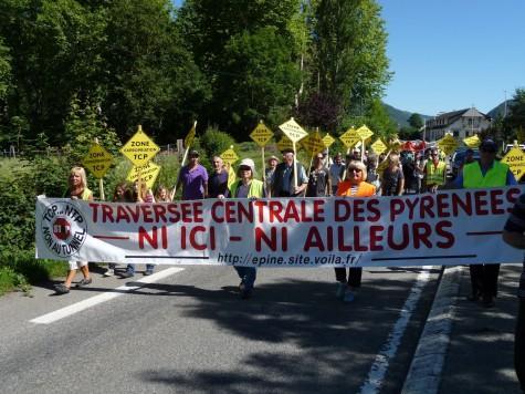 marche contre la Traversée centrale des Pyrénées de Guchan à Bourisp