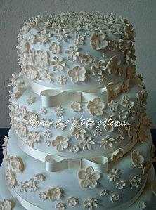 Wedding cake fleurs ivoires