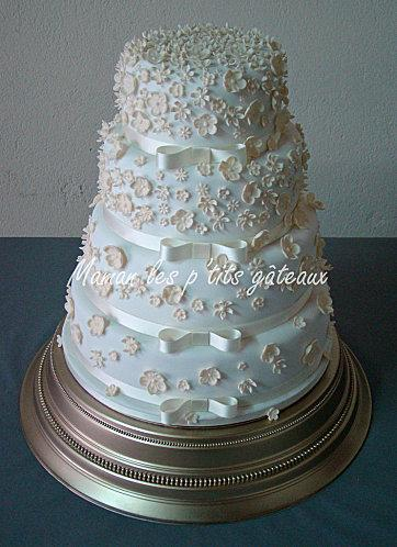 Wedding cake fleurs blanches
