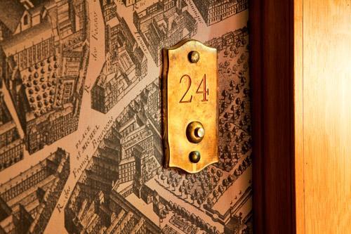 Hotel-de-Buci-Paris-Photo-Christophe-Bielsa-Couloir-plan-de-Turgot-hoosta-magazine-paris