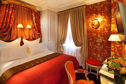 Hotel-de-Buci-Paris-Photo-Christophe-Bielsa-Chambre-Boudoir-rouge-hoosta-magazine-paris