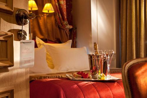 Hotel-de-Buci-Paris-Photo-Christophe-Bielsa-Chambre-Boudoir-Accueil-Champagne-hoosta-magazine-paris