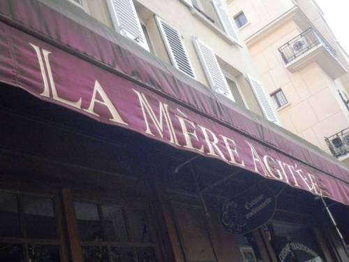 LA MERE AGITEE 75014 20110423 B.JPG