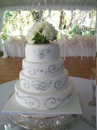 Un gateau de mariage orné de diamants: original et sophistiqué pour ...