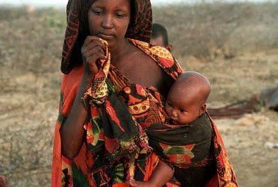 Famine et plat de nouilles aux truffes à 100 $.  Afrique et dépendances.