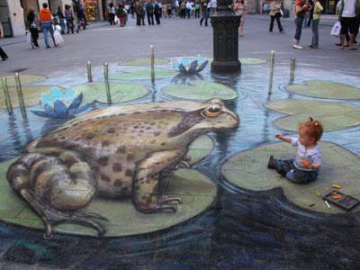 Rencontre urbaine entre une petite fille et une grenouille