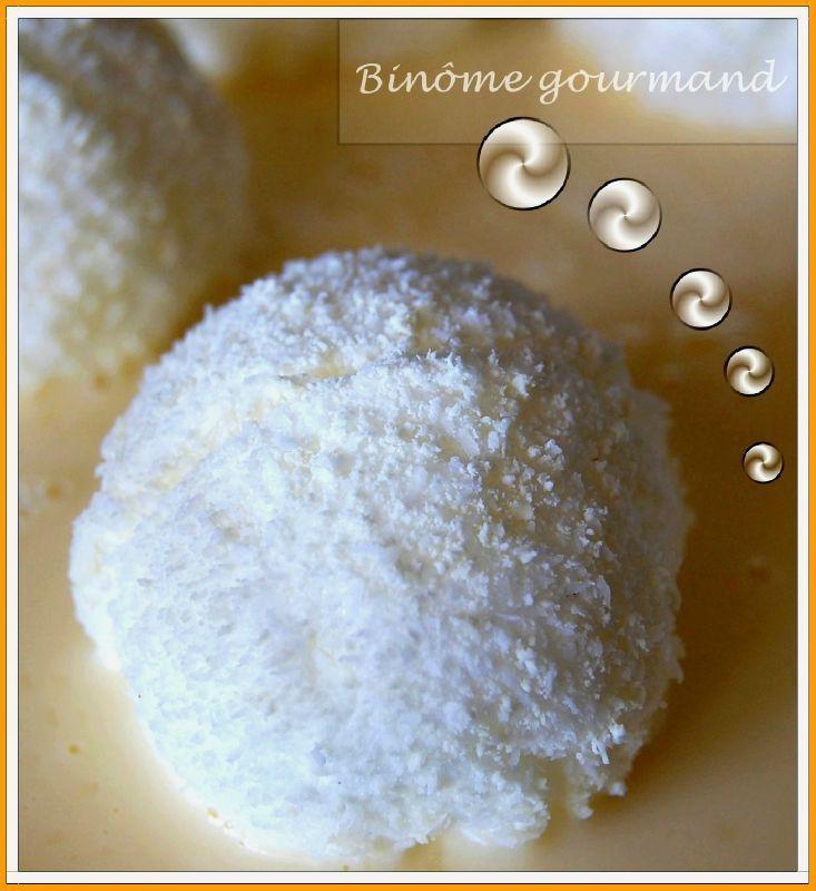 Gateau Boule De Neige Noix De Coco: Boules De Neige Sur Lit De Crème Anglaise (îles Flottantes