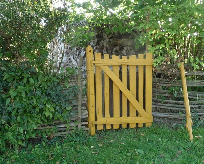 Recette de la peinture la farine protection des bois for Portillon en bois de jardin