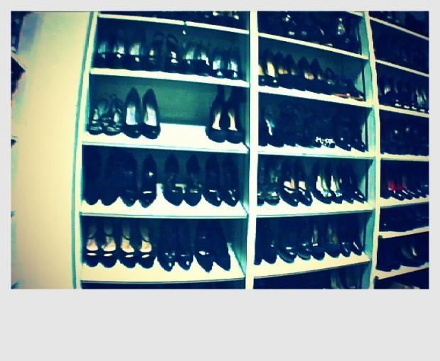 exclusivit le placard chaussures du vogue am ricain. Black Bedroom Furniture Sets. Home Design Ideas