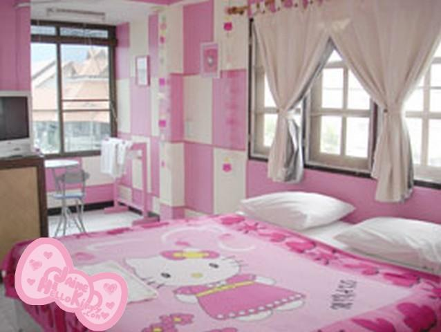 Une chambre d 39 hotel th me hello kitty lire for Chambre a coucher hello kitty