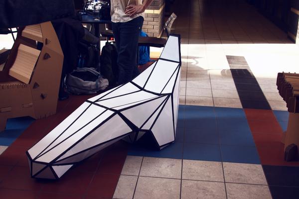 une chaise longue furtive en carton d couvrir. Black Bedroom Furniture Sets. Home Design Ideas