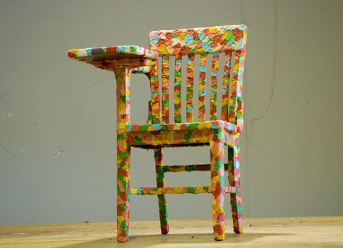 une chaise recouverte de chewing gum paperblog. Black Bedroom Furniture Sets. Home Design Ideas