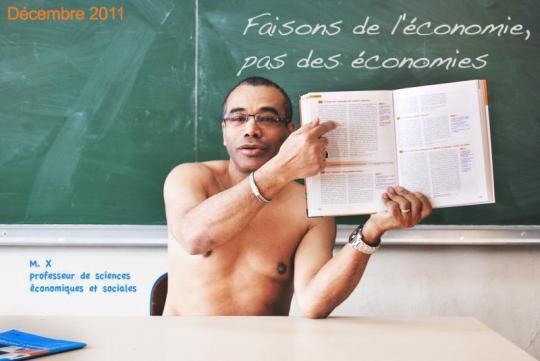 Enseignants nus à l'école