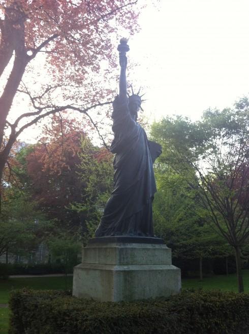 New york paris la statue de la libert paperblog - Statue de la liberte jardin du luxembourg ...