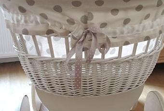 un berceau ancien et son tour de lit sur mesure voir. Black Bedroom Furniture Sets. Home Design Ideas