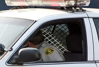 Arr t s ils font l 39 amour dans la voiture de police paperblog - Homme et femme qui font l amour au lit ...