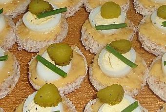 Canap s aux oeufs de caille lire for Cailles sur canape
