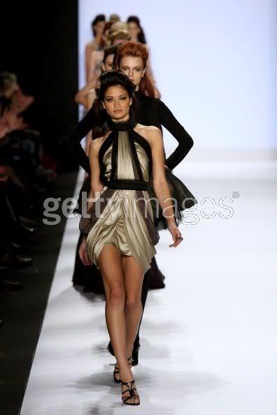 MANNEQUIN AU TOP : Shanina Shaik