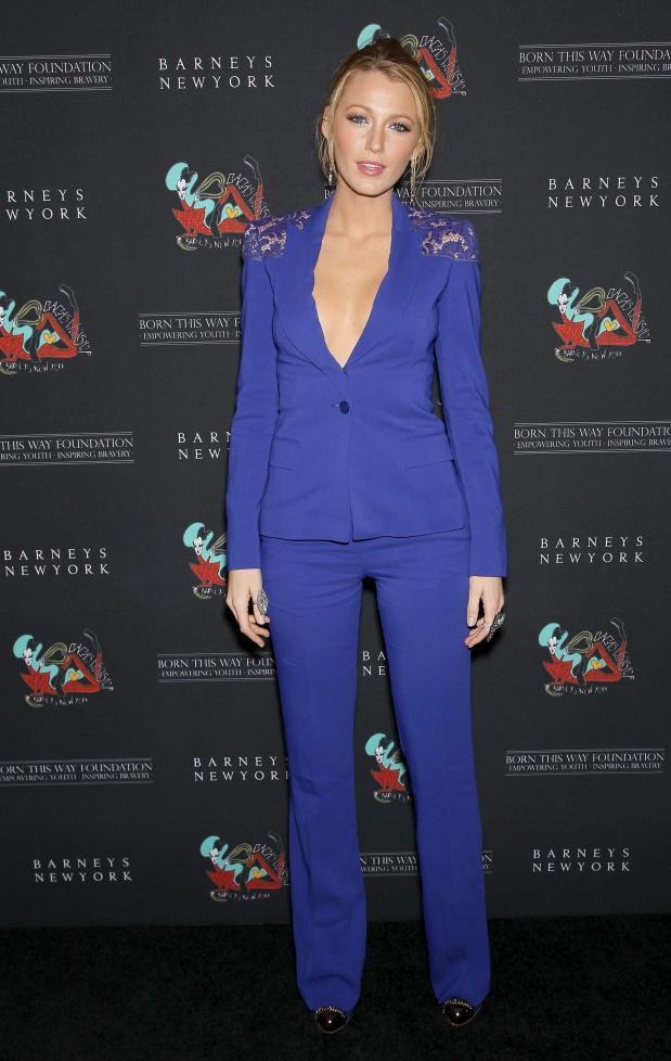 Le costume bleu lectrique de blake lively a passe ou a casse d couvrir - Costume bleu electrique ...