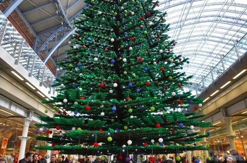 arbre lego Un arbre de Noël en LEGO dans la gare de St Pancras