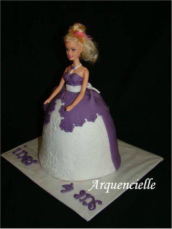 g teau barbie princesse 3d d co violet et blanc d couvrir. Black Bedroom Furniture Sets. Home Design Ideas