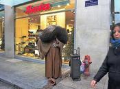 fausse Tina Turner chante dans rues Genève!