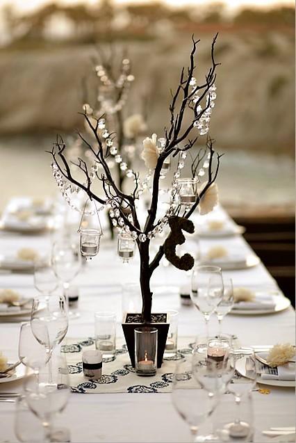 Un joli arbre en centre de table d 233 cor 233 de guirlandes de perles c