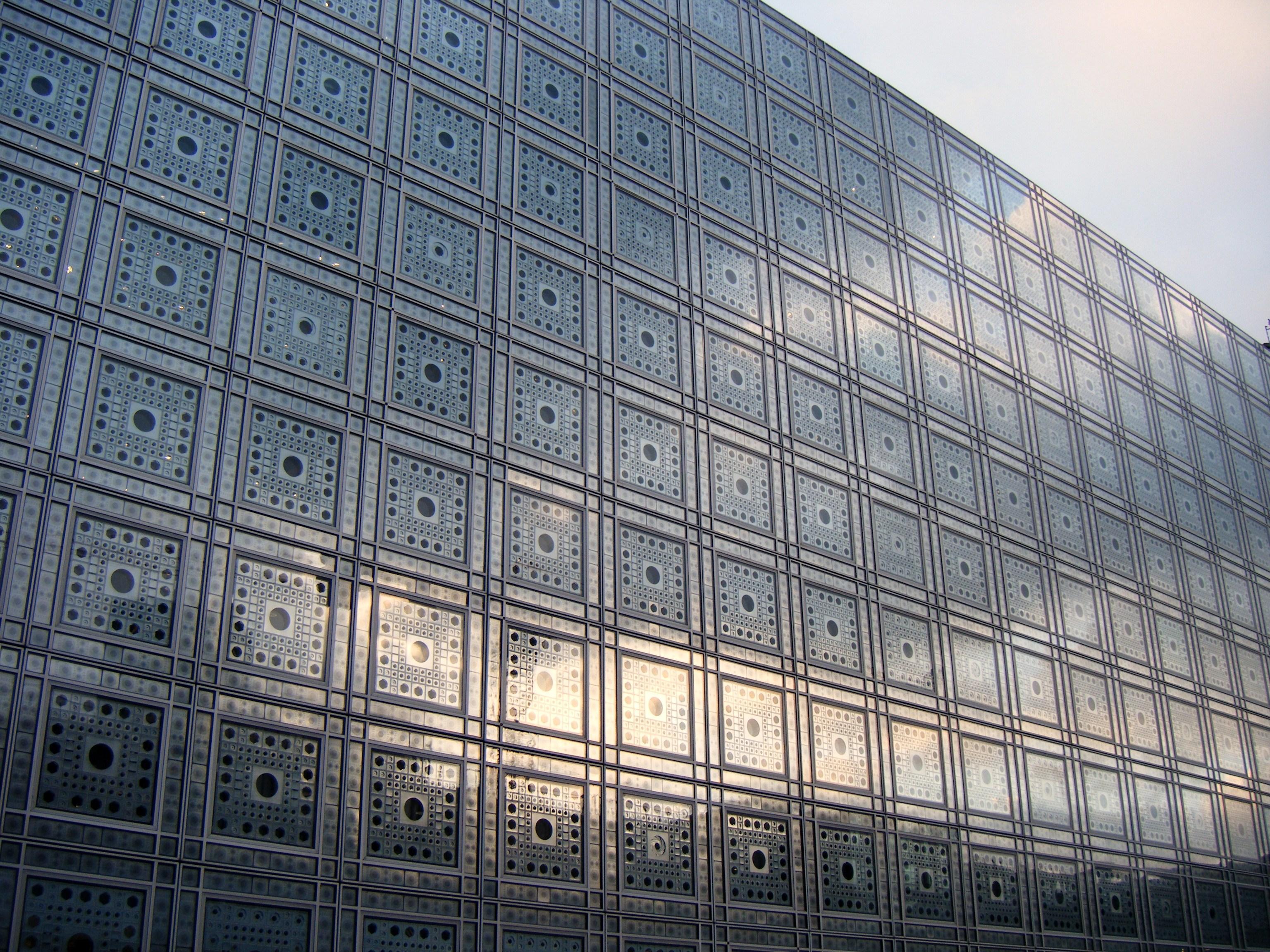Jeux de lumi re l institut du monde arabe paperblog for Lumiere exterieur facade