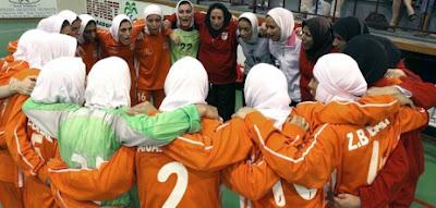 Jouer au football en Hijab