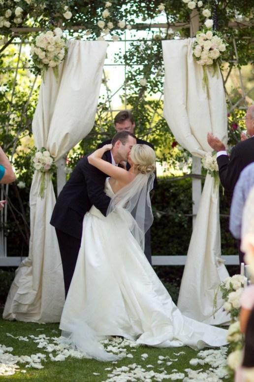 Quelques arches pour une décoration de mariage en exterieur | À ...