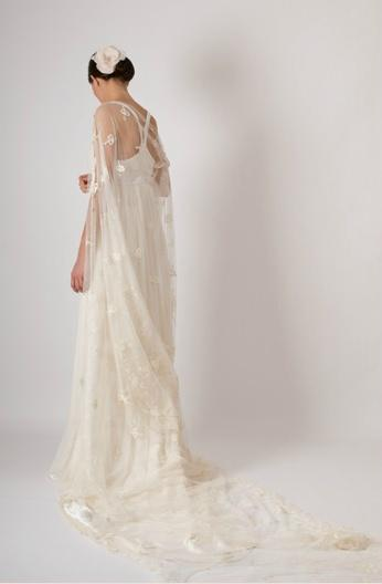 ... de créer sa propre robe et de monter une ligne sous le nom de Louis