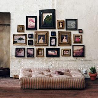 Cadres sur un mur voir - Mur de cadres decoration ...