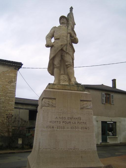 Clément au monument aux morts