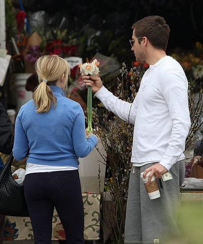 """Jon Hamm et January Jones à une soirée célébrant la série """"Mad Men"""" / Le faux-couple Reese Witherspoon et Jake Gyllenhaal au marché"""