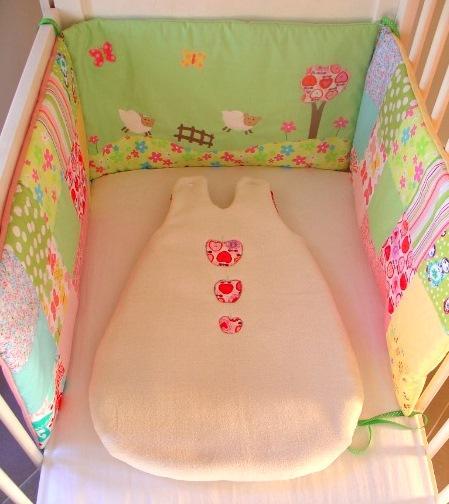 un ensemble tour de lit et gigoteuse dans la prairie paperblog. Black Bedroom Furniture Sets. Home Design Ideas
