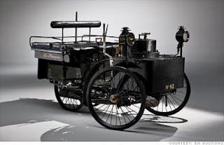 Quelle est cette voiture ? Vieille-voiture-etat-marche-L-fpRzEM