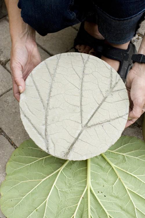 diy jardin de jolis pas japonais en ciment lire. Black Bedroom Furniture Sets. Home Design Ideas