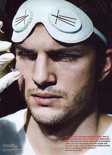 Ashton Kutcher dans le magazine VMan