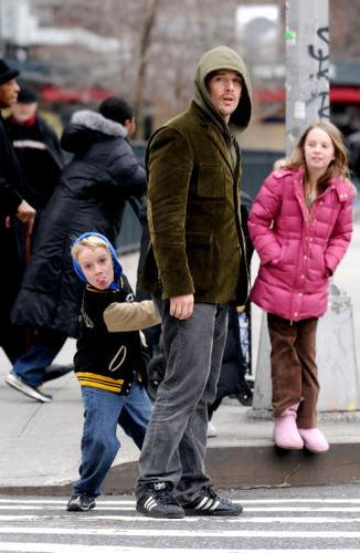 Ryan Seacrest en couverture du magazine Details / Ethan Hawke et ses enfants à NYC