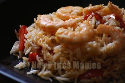 Riz sauté aux crevettes et au poivron rouge