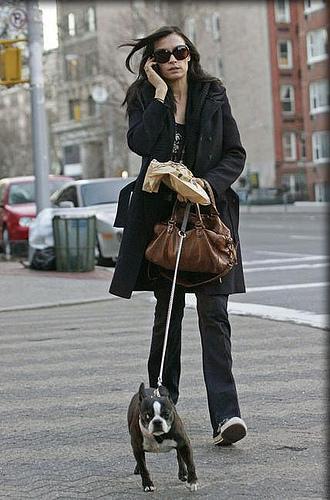 """Famke Janssen à NYC / Tina Fey sur le plateau de tournage de la série """"30 Rock"""""""